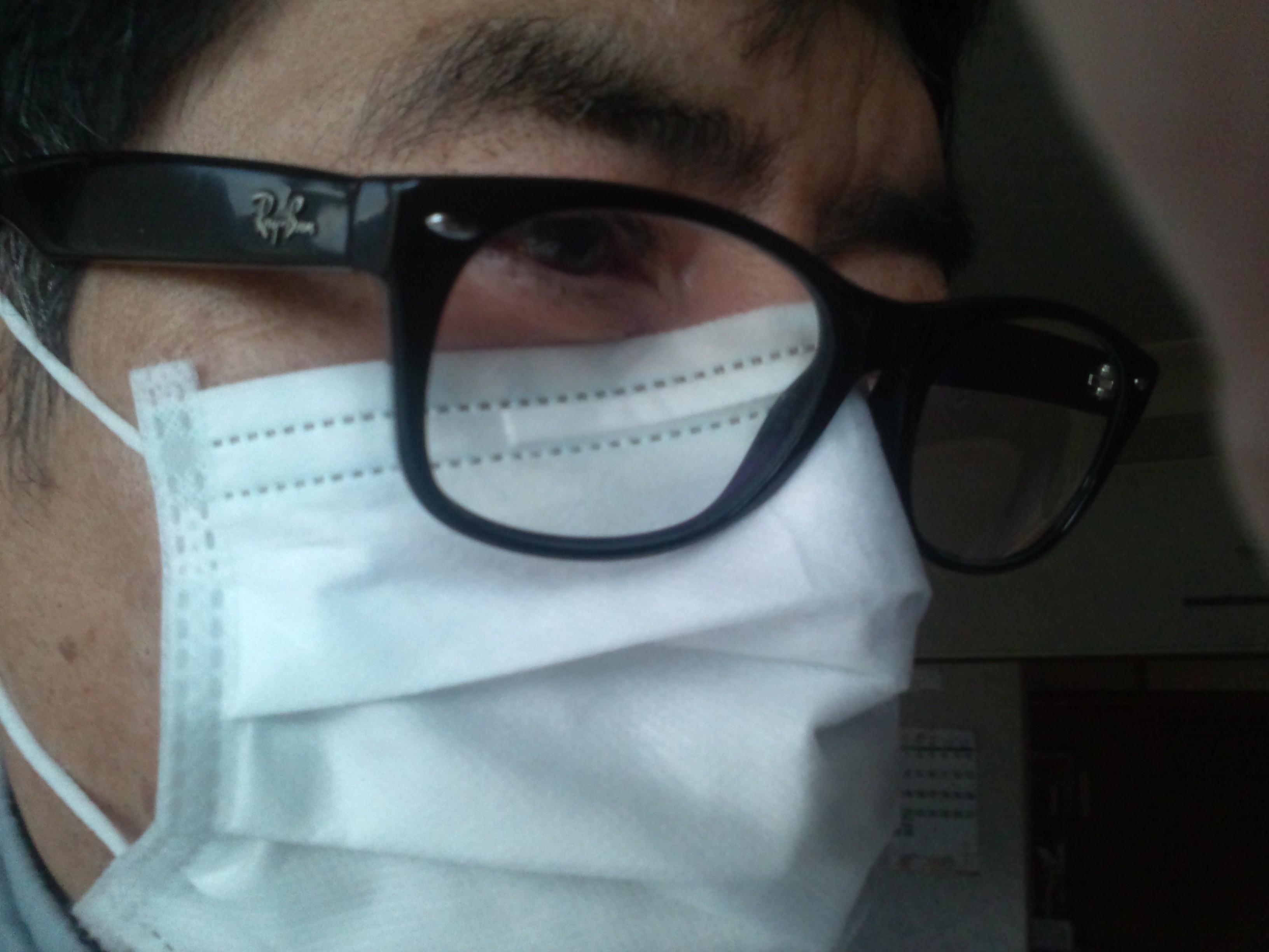 鈴木亮平のマスクしてもメガネが曇らない方法と舞台の話題も